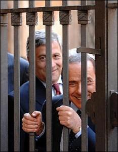 Berlusconi, dietro le sbarre
