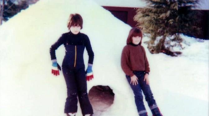 Un igloo a Belluno dopo la nevicata del 1985