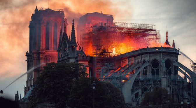 La ricostruzione di Notre-Dame chiarisce bene la differenza tra tasse e carità